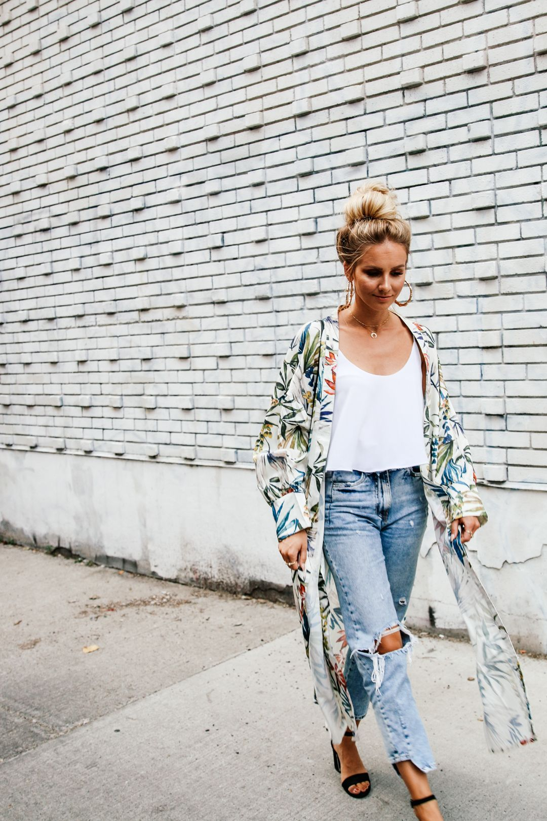 7c8de6ca Stylish Ways to Wear Kimono With Jeans 2019 - OnlyWardrobe.com
