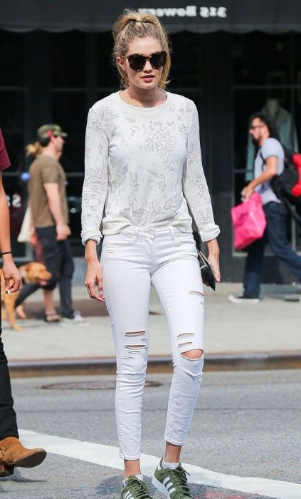 White Jeans Outfit Ideas For Women 2018 Street Style (1)