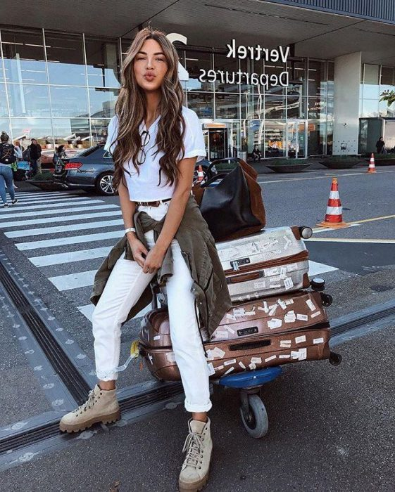 White Jeans Outfit Ideas For Women 2018 Street Style (17)