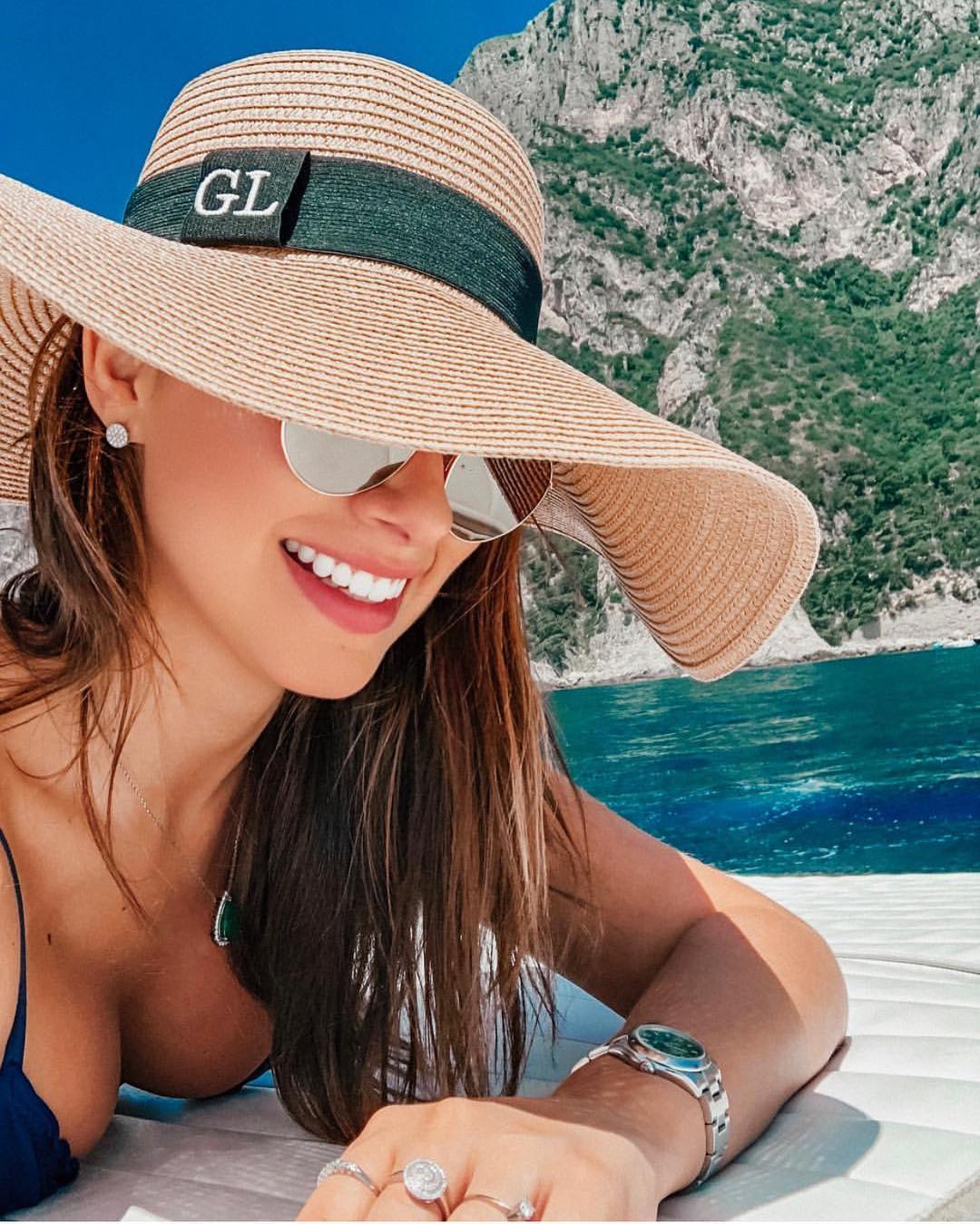 Summer Vacation Must Haves: Wide Brim Straw Hat And Rounded Sunglasses 2019