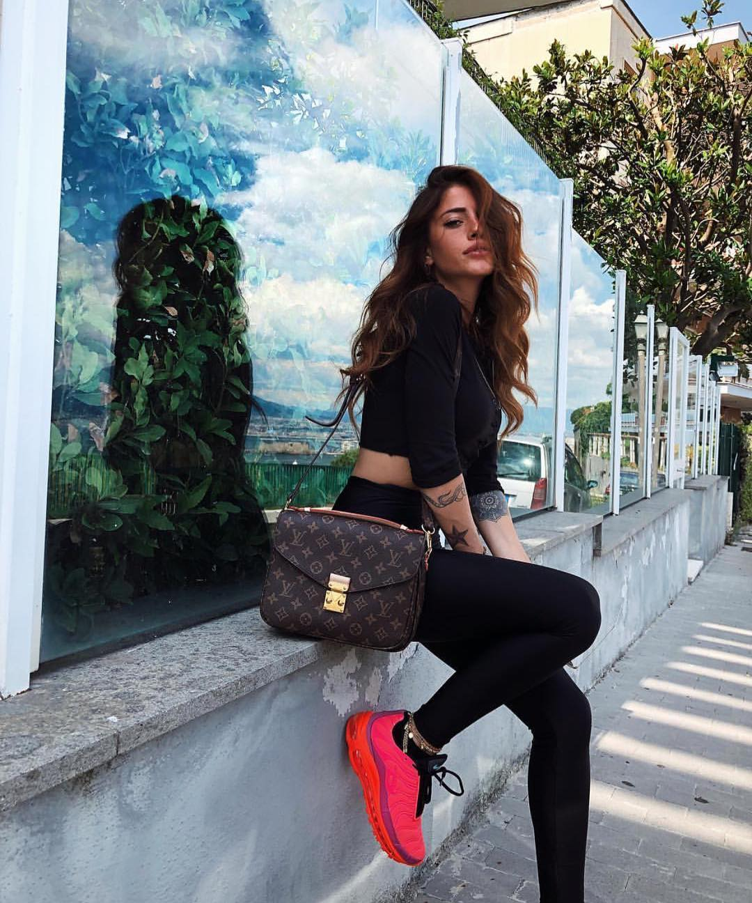 Can I Wear Hot Pink Sneakers With All Black Outfit This Summer 2019