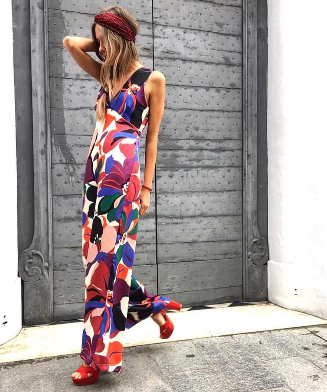 How To Wear Floral Sleeveless Jumpsuit With Wide Pants This Summer 2020