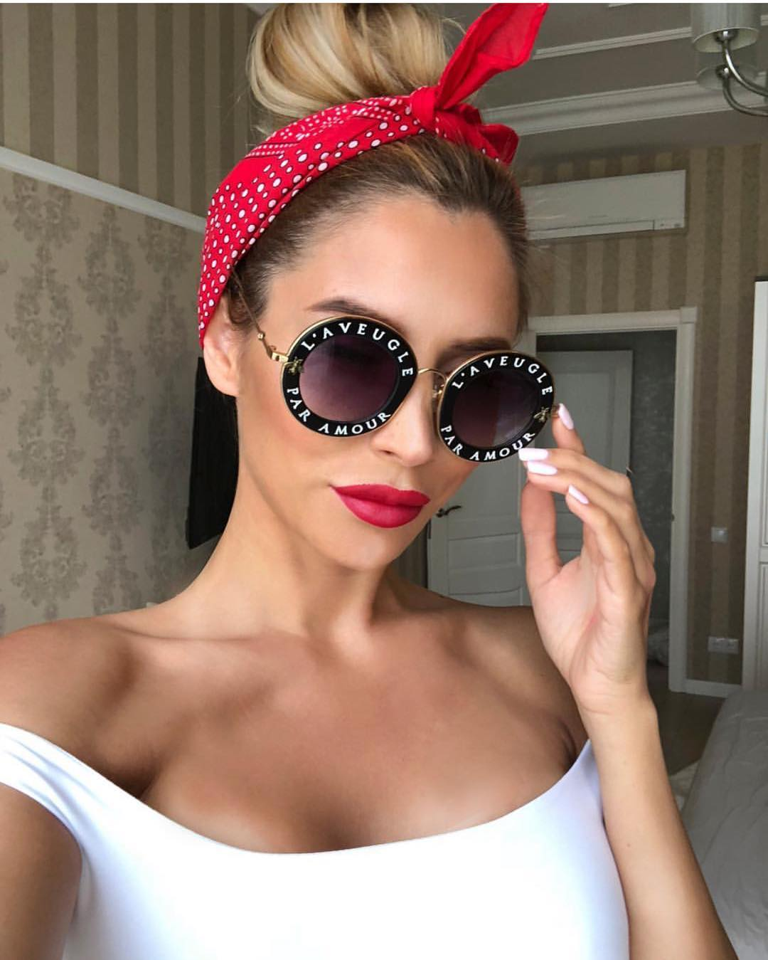 How To Make Rounded Sunglasses Look Pin Up Inspired This Summer 2020