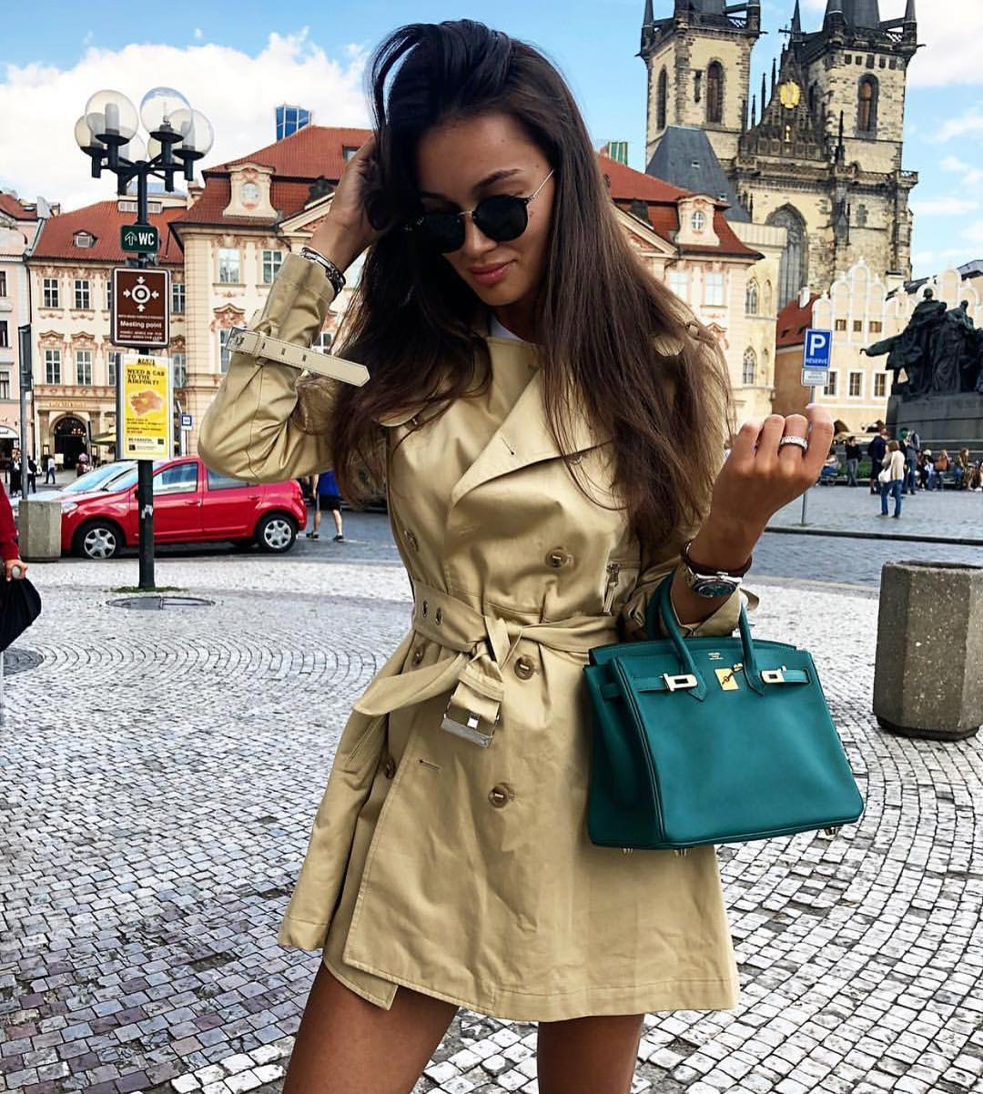 How To Wear Beige Short Trench Coat During Your Stay In Europe This Spring 2019