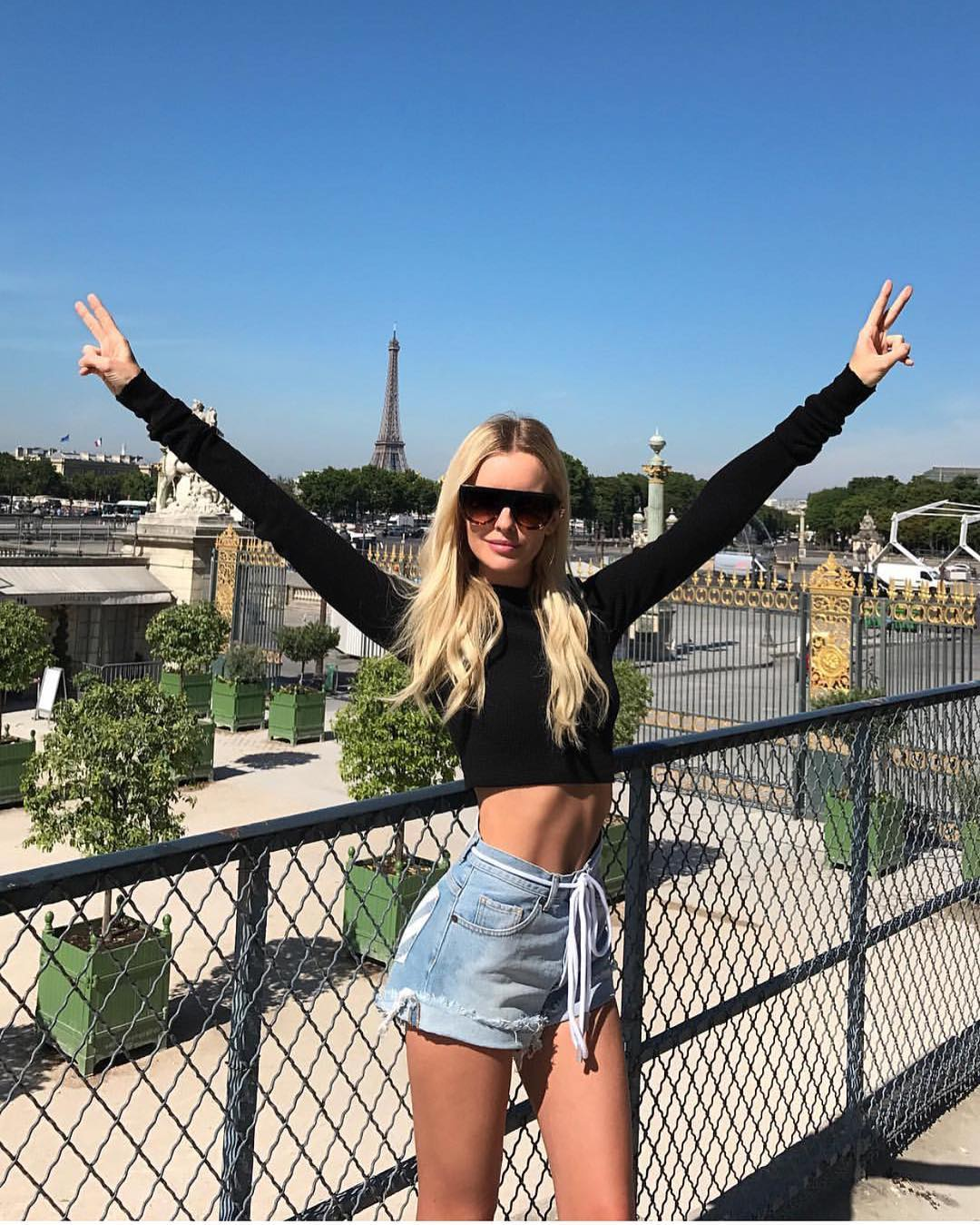 Black Long Sleeve Crop Top And Denim Shorts For Parisian Summer 2020