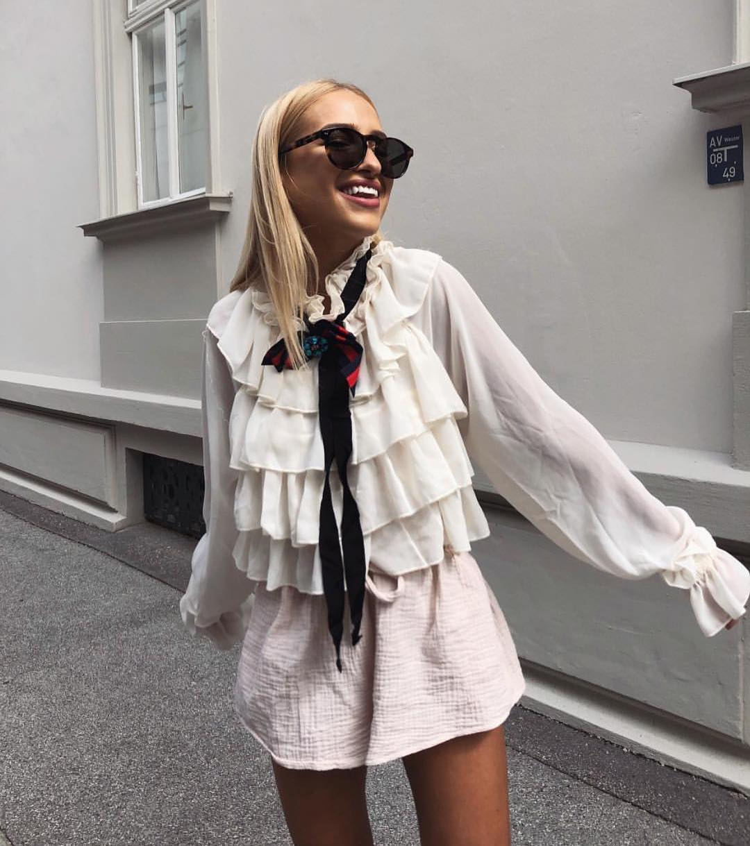 How To Wear Layered Ruffle White Blouse With Black Necktie 2020
