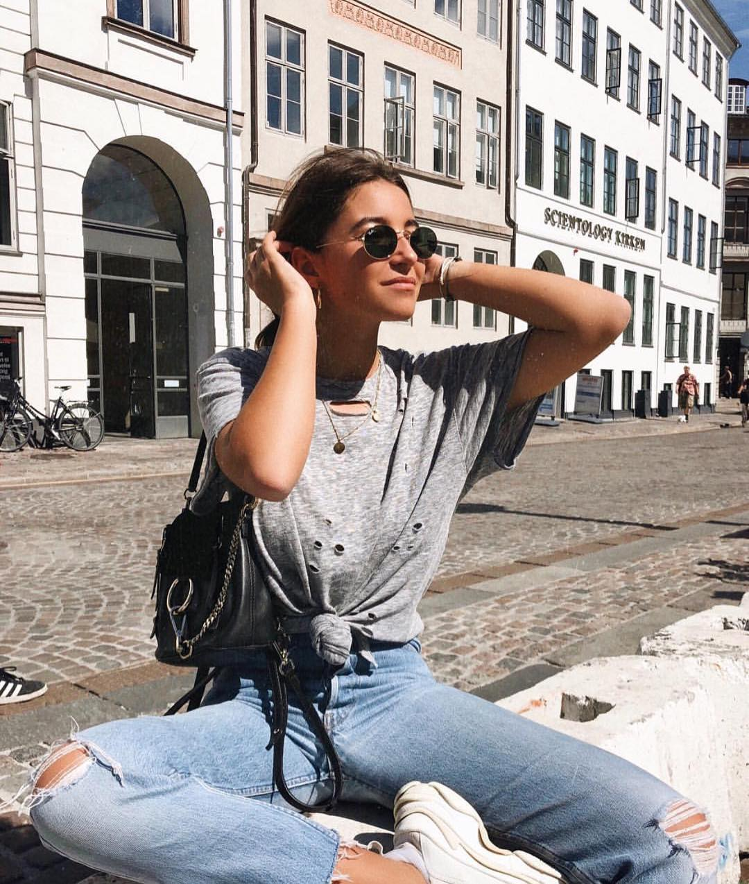 How To Style Front Tie Grey Tee With Knee-Ripped Jeans And White Kicks 2019