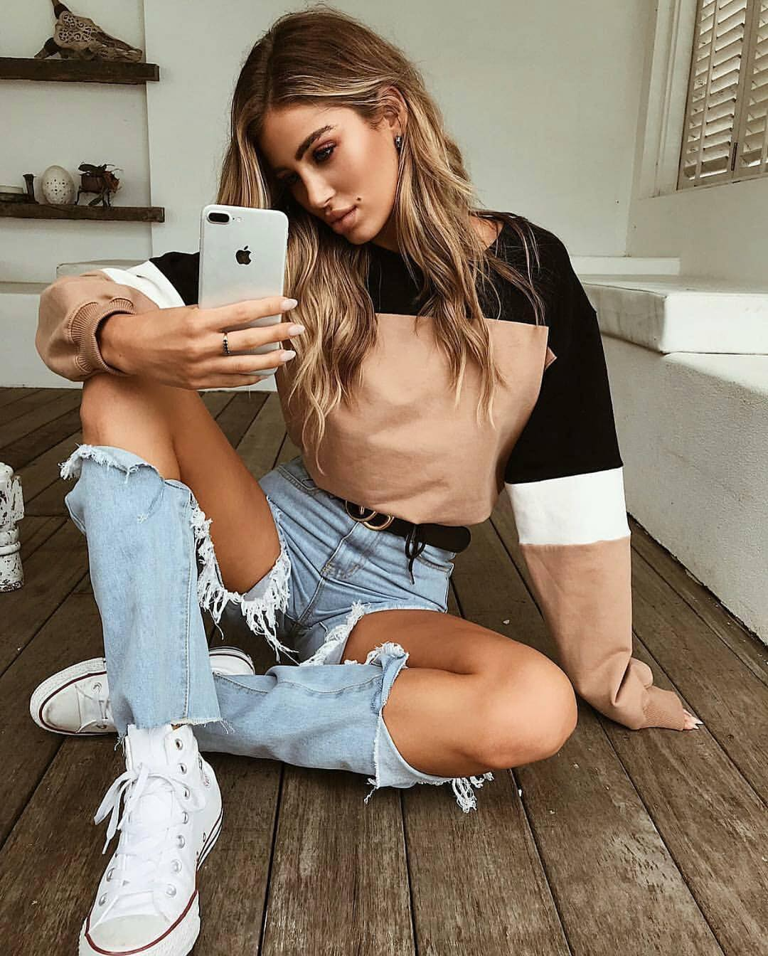 Color Blocking Sweatshirt With Knee Ripped Jeans And White Trainers 2020