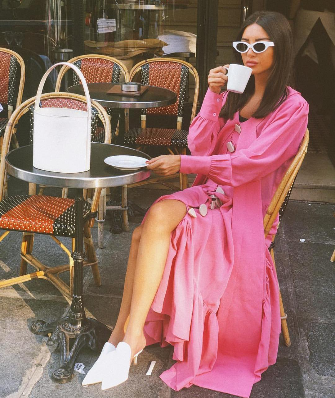 Pink Maxi Robe Dress With White Sunglasses And Pointed-Toe White Pumps 2020
