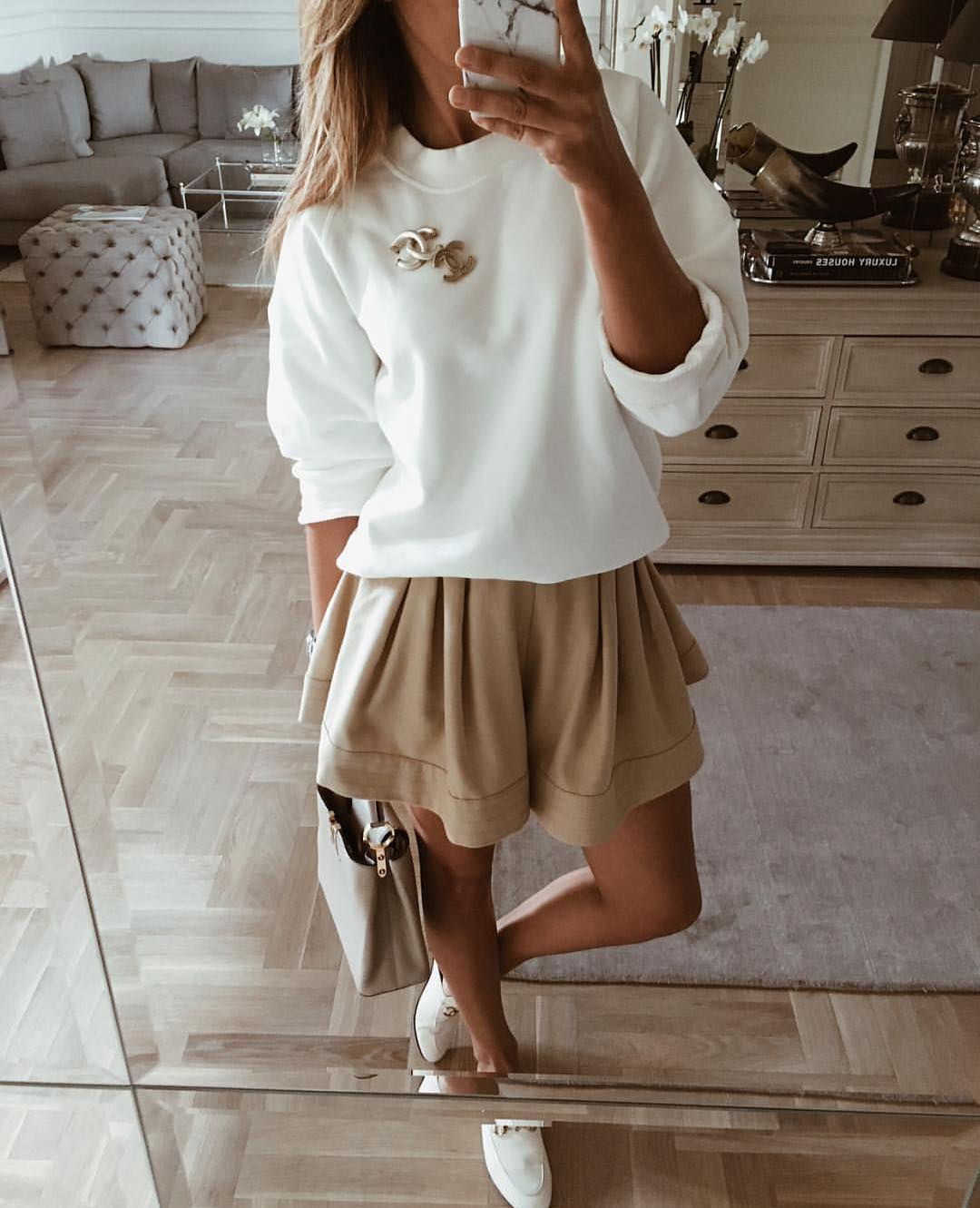 How To Wear Oversized White Sweater With Safari Flared Skirt For Summer 2019