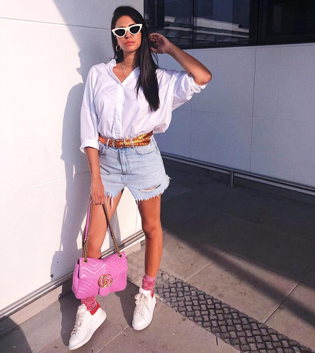 White Oversized Shirt, Blue Denim Shorts And White Sneakers For Summer Lazy Days 2019