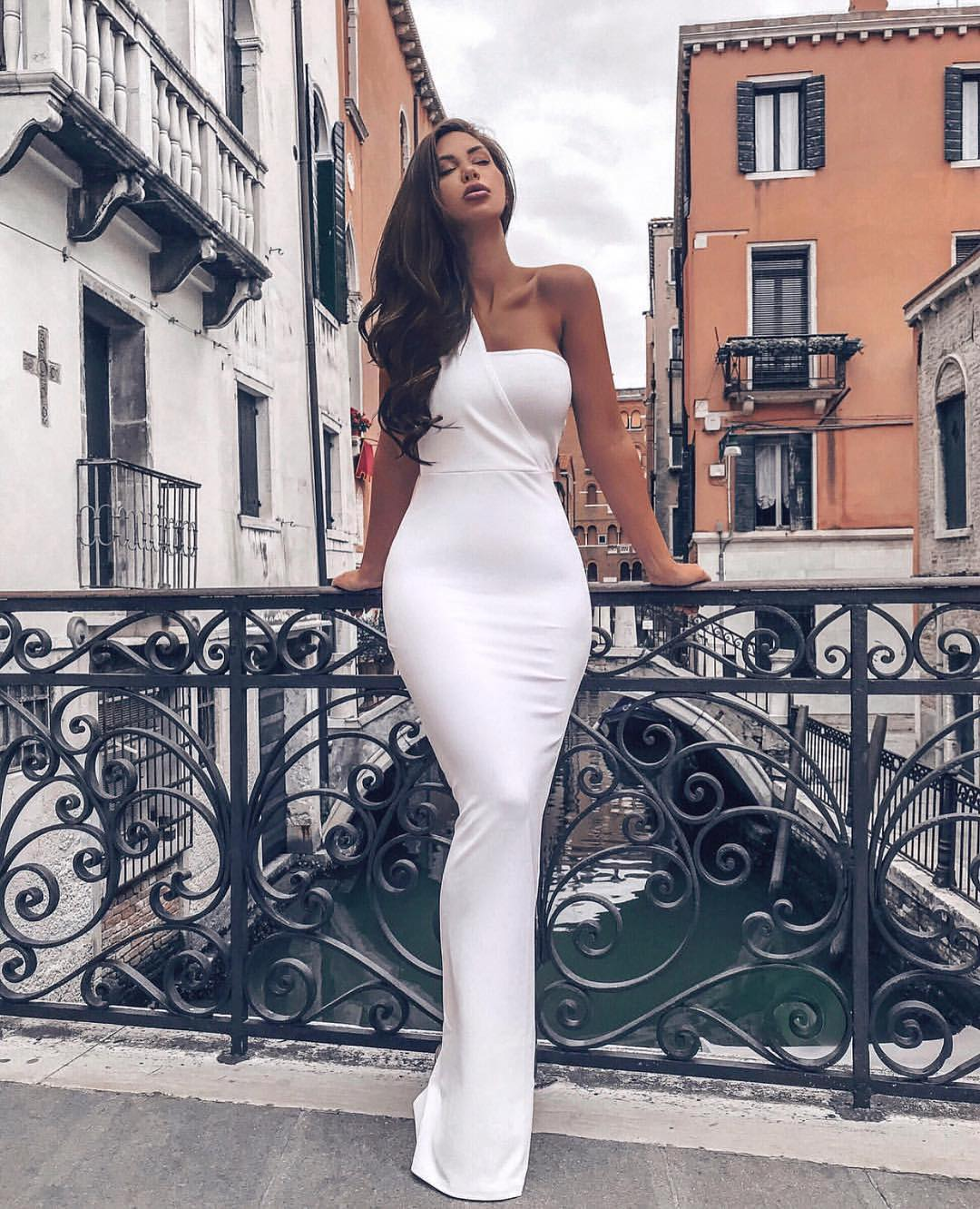 White Slim Maxi Gown For Summer Venice Italy 2019
