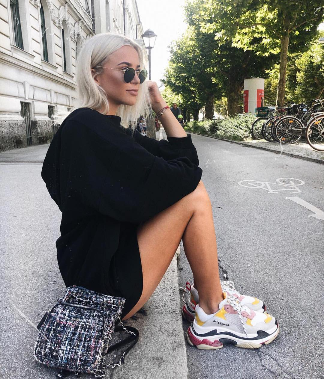 Black Oversized Sweatshirt Dress And Chunky Sneakers For Summer 2019