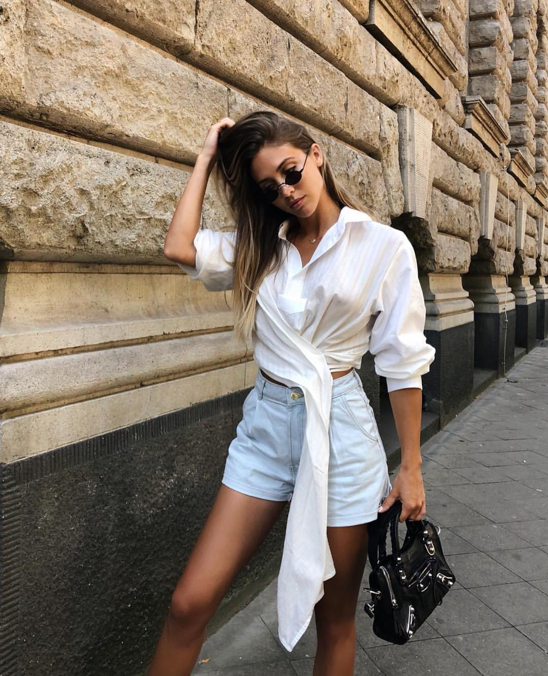 White Crop Shirt And Classy Denim Shorts For Summer Street Walks 2019