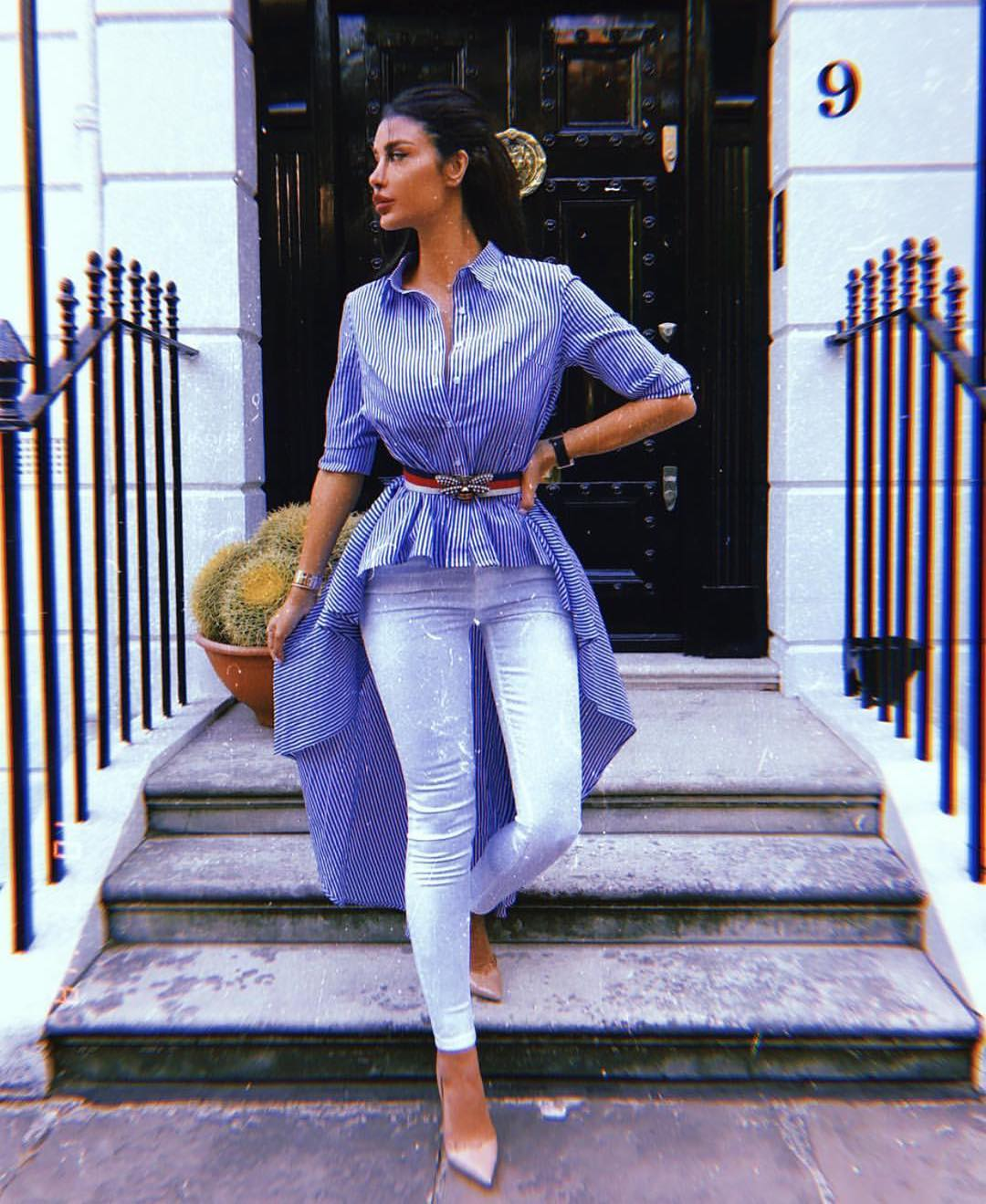 Pinstripe High Down Tunic Top With A Belt And White Skinny Jeans For Summer 2019