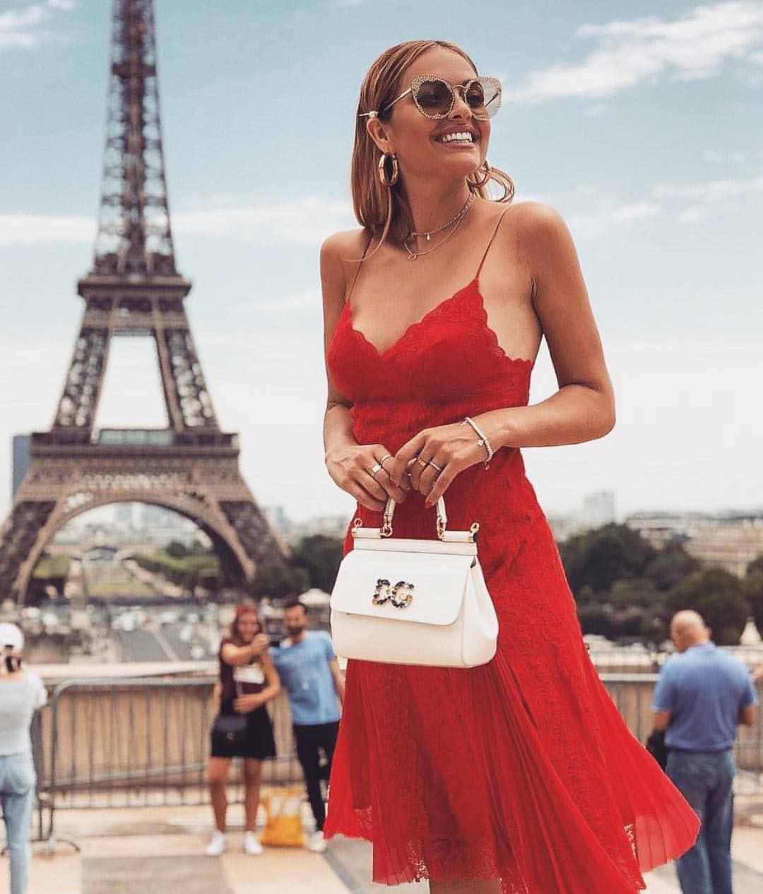 Red Lace Dress With Spaghetti Straps For Paris Summer 2021