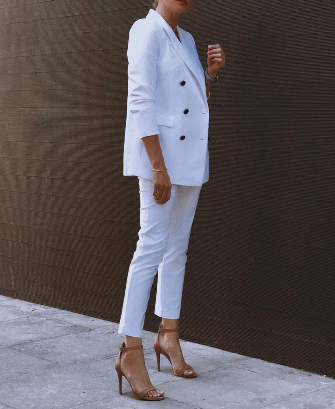Mannish All-White Pantsuit For Women To Try This Summer 2019