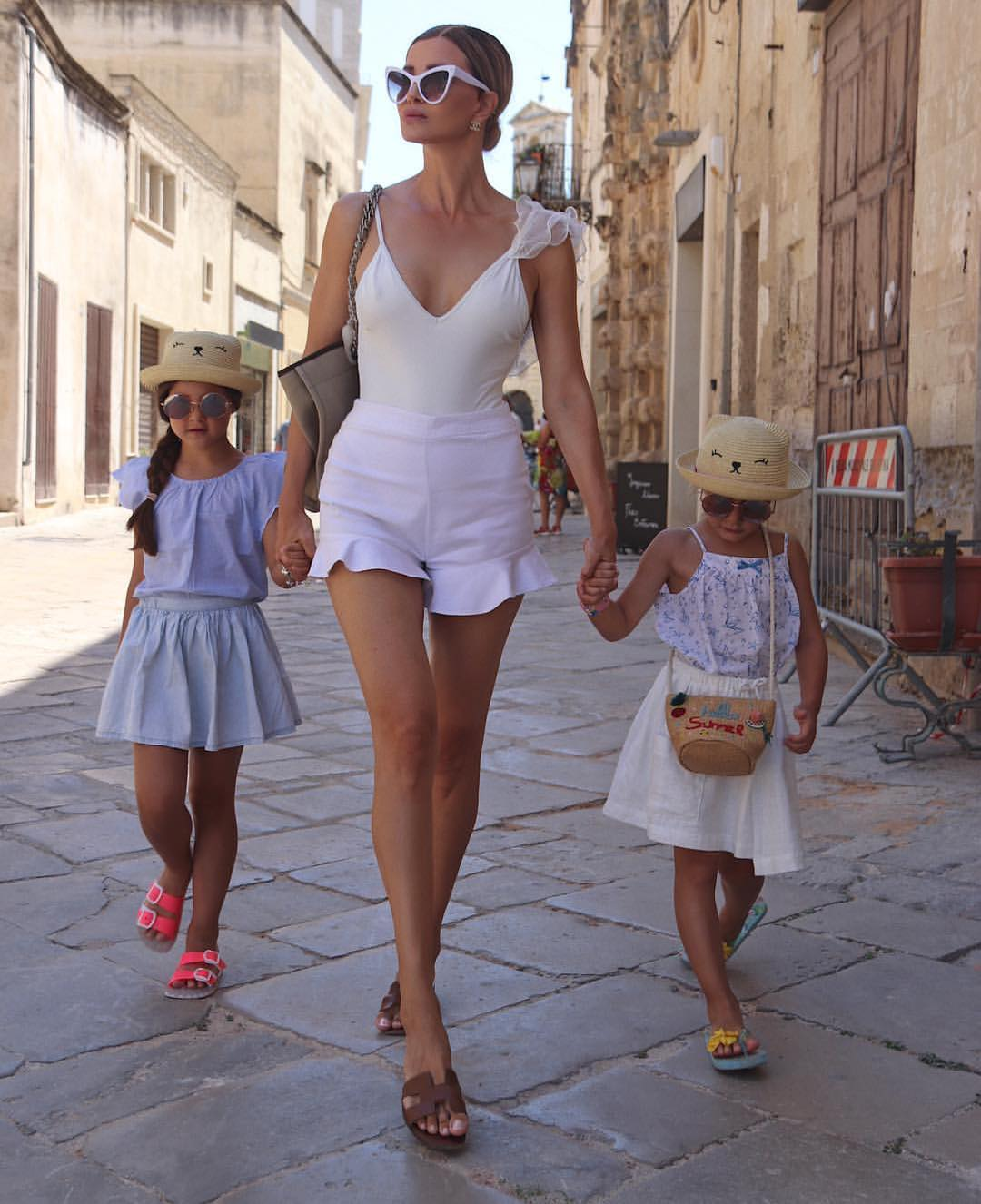 All White Italian Style Summer Outfit For Young Moms 2019
