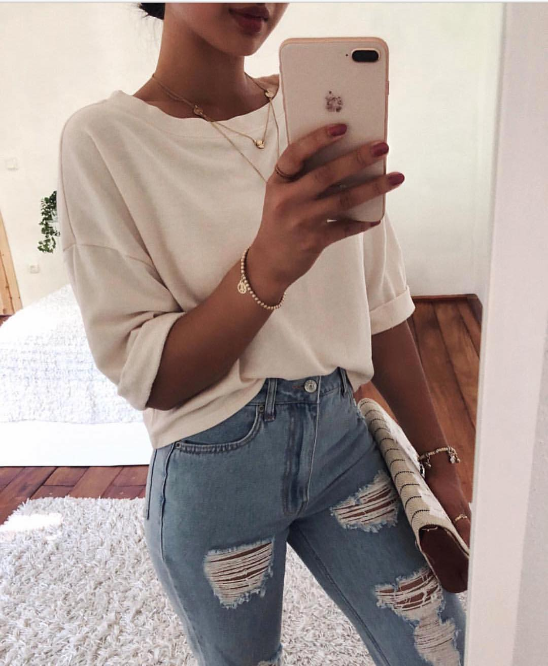 Loose-Fit White Top And Ripped Light Blue Skinny Jeans For Summer 2019
