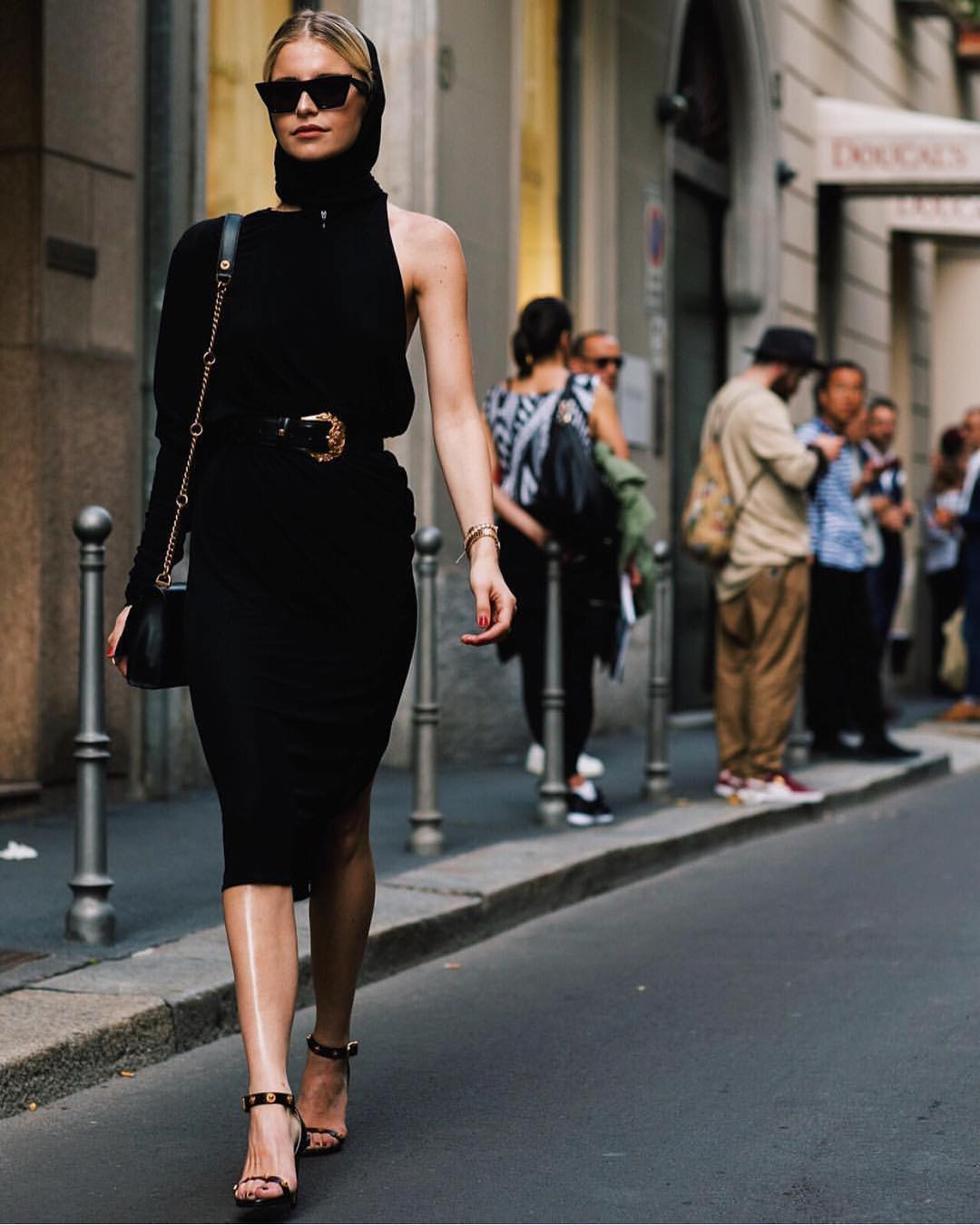 One Sleeve Black Dress For Spring Parisian Chic Walk 2019