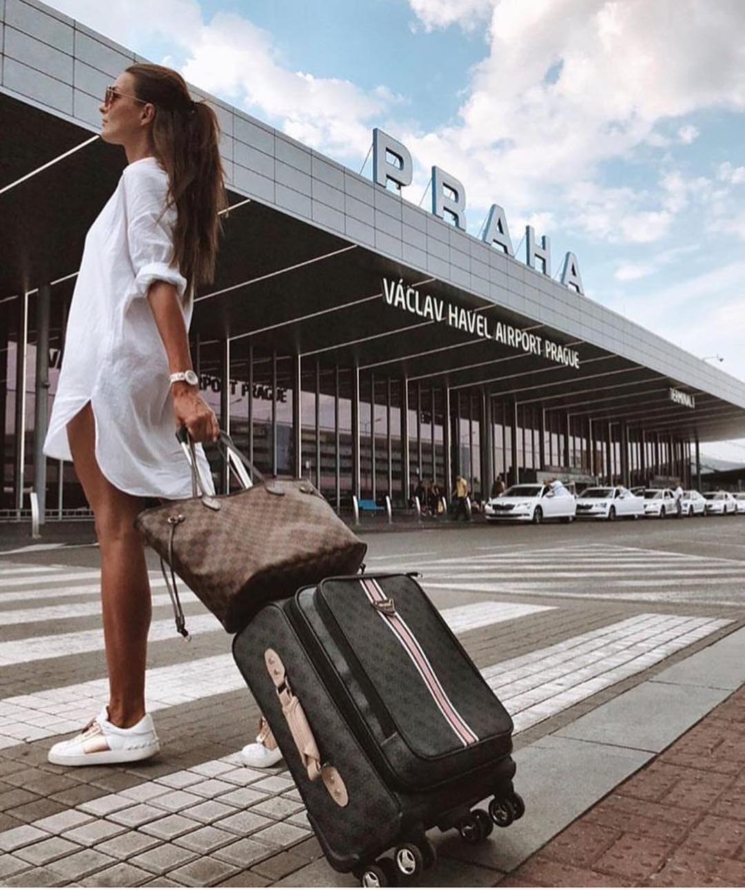 All White Airport Outfit Idea For Summer: White Shirtdress And White Kicks 2019