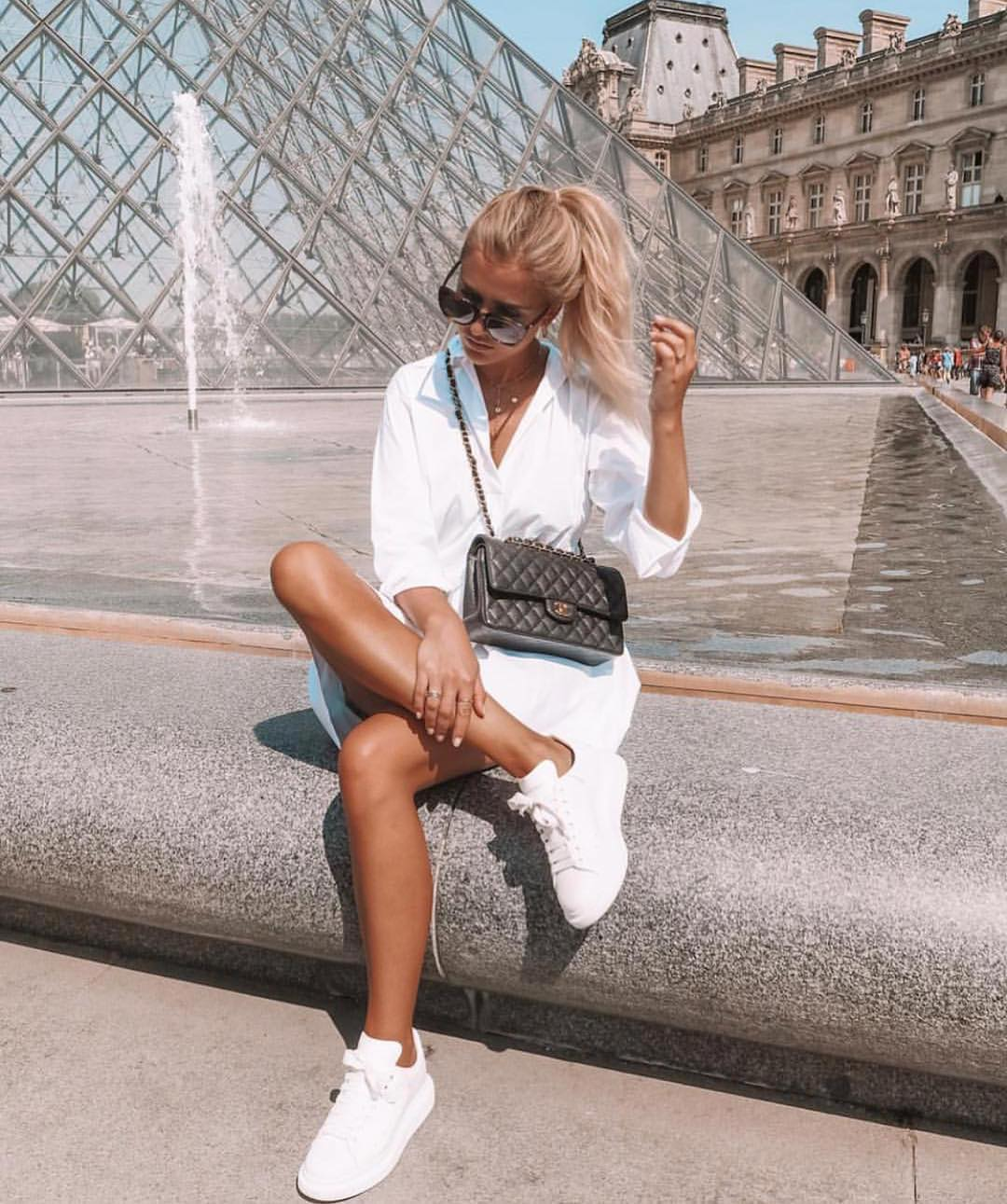 Monochrome Sporty Basics: White Dress And White Sneakers For Summer 2019
