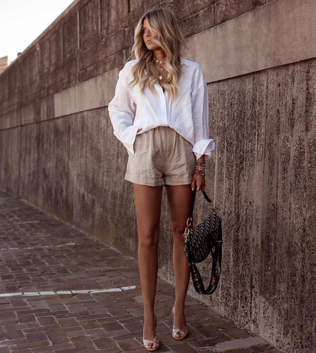 Summer Smart-Casual Basics: White Linen Shirt And Khaki Desert Shorts 2019