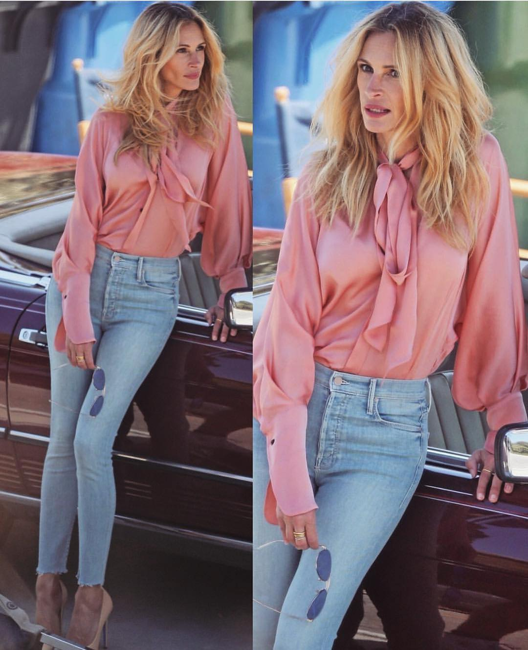 1970 Street Style: Pink Blouse With A Bow And Wash Blue Skinny Jeans 2020