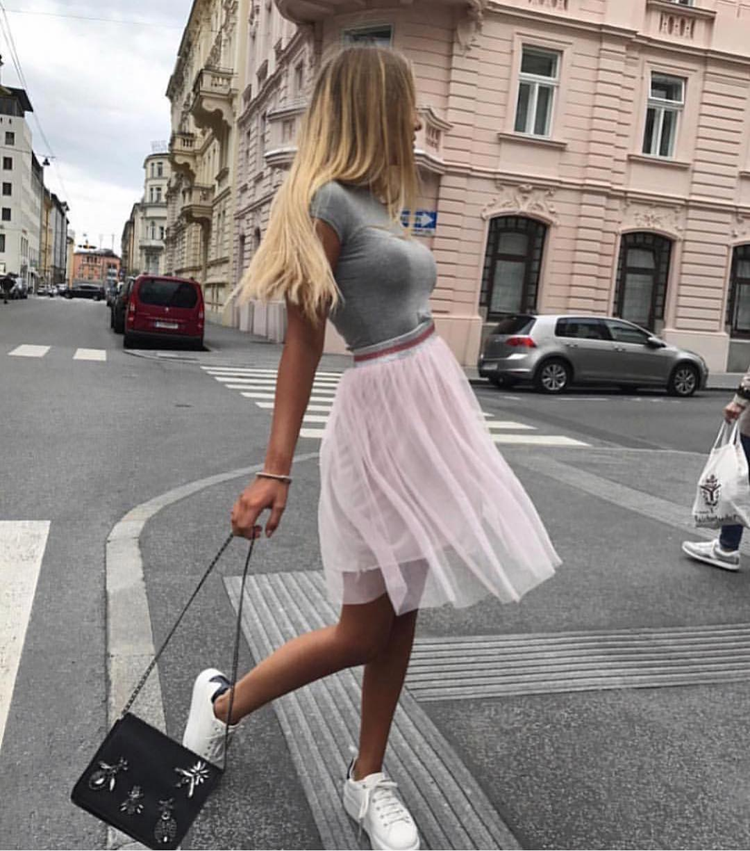 How To Wear Cream White Tulle Skirt And Grey Tee For Casual Summer Days 2019