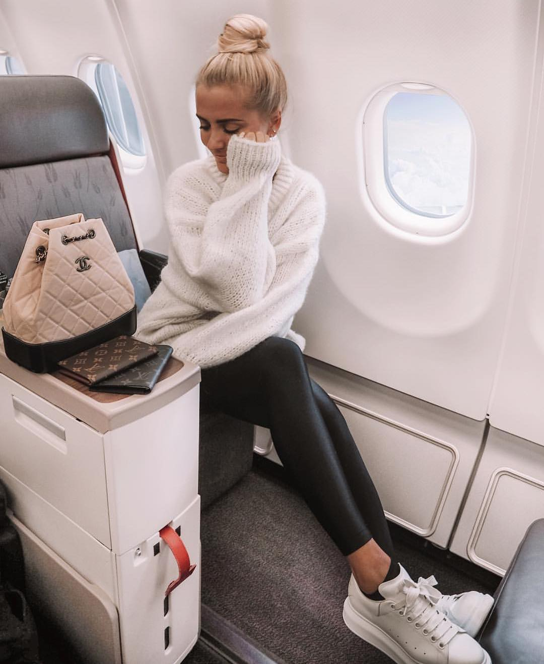 Flight Outfit: White Sweater, Black Leather Pants And White Kicks 2019