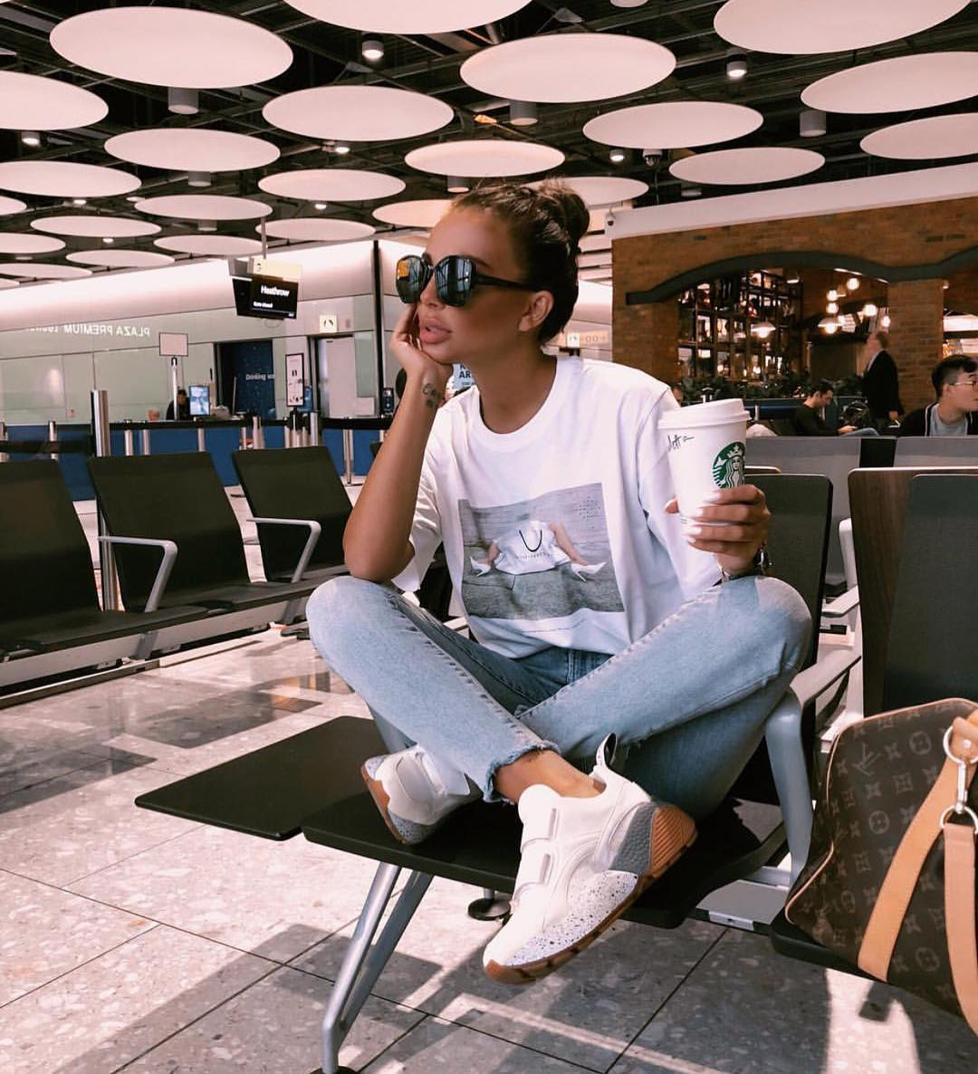 Airport Style: White Tee, Wash Skinny Jeans And White Kicks 2020