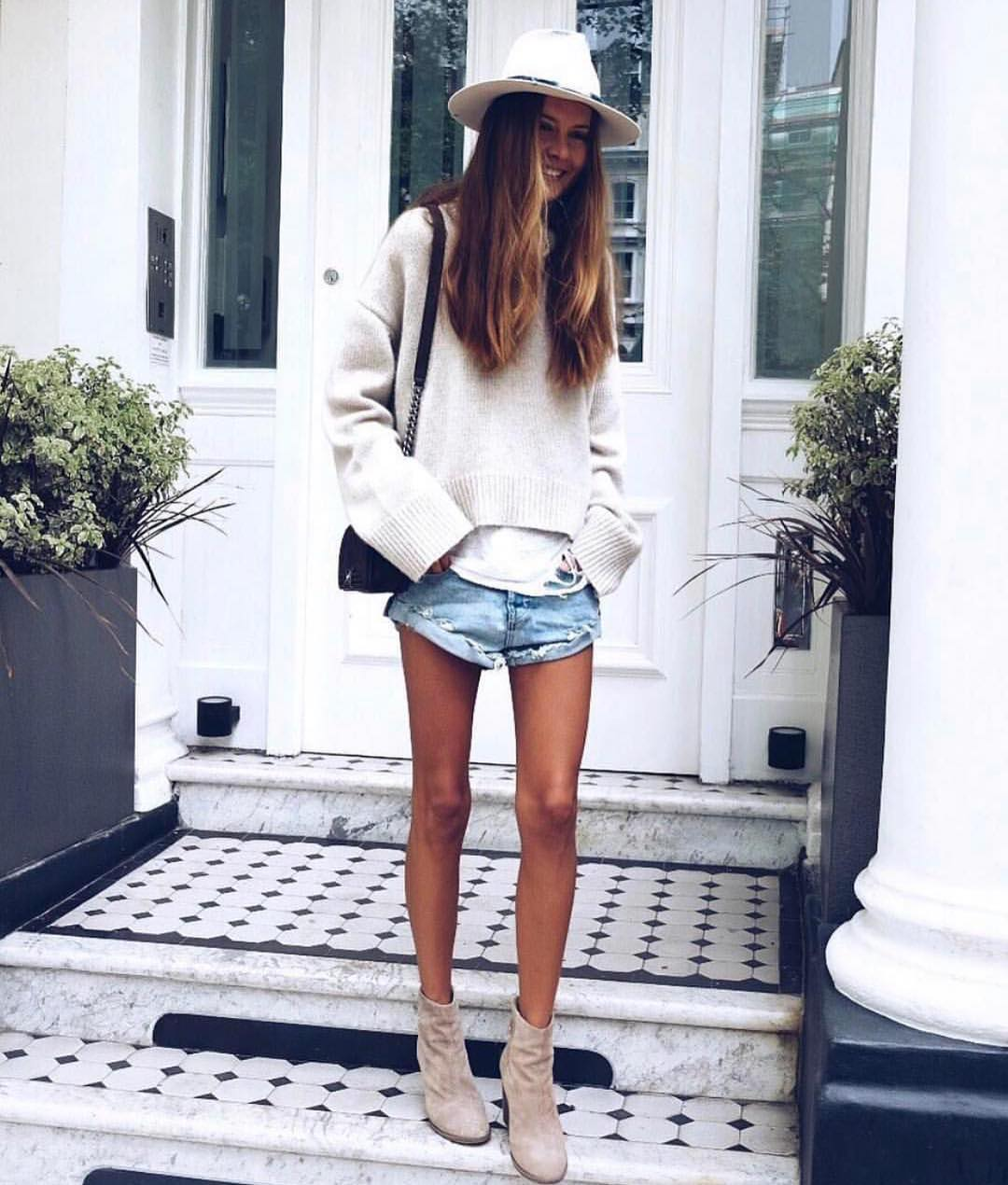 Oversized Cream Grey Sweater With Wash Denim Shorts And Suede Booties For Fall 2020