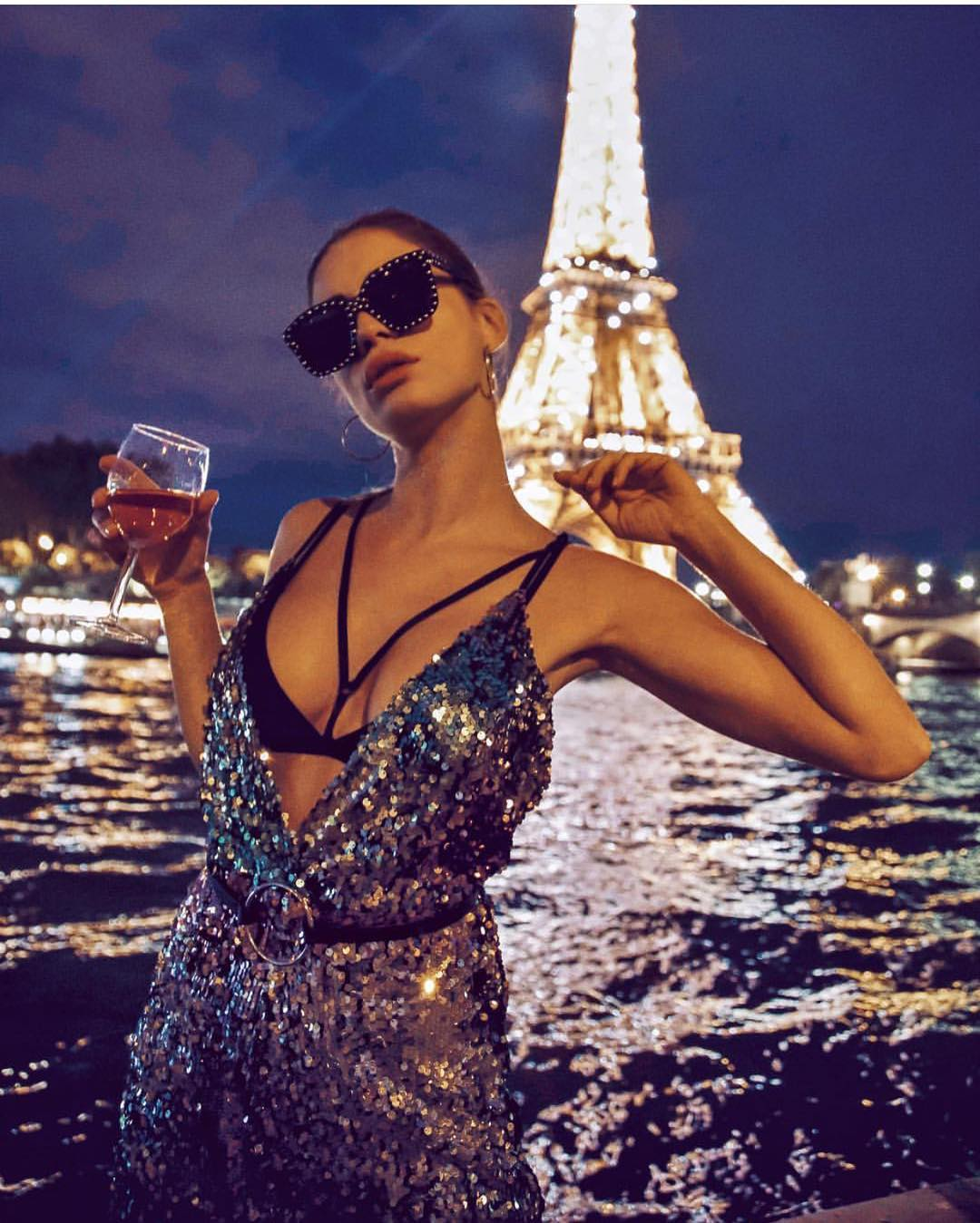 Shiny Sequined V Neck Dress For Parisian Night Outs 2020