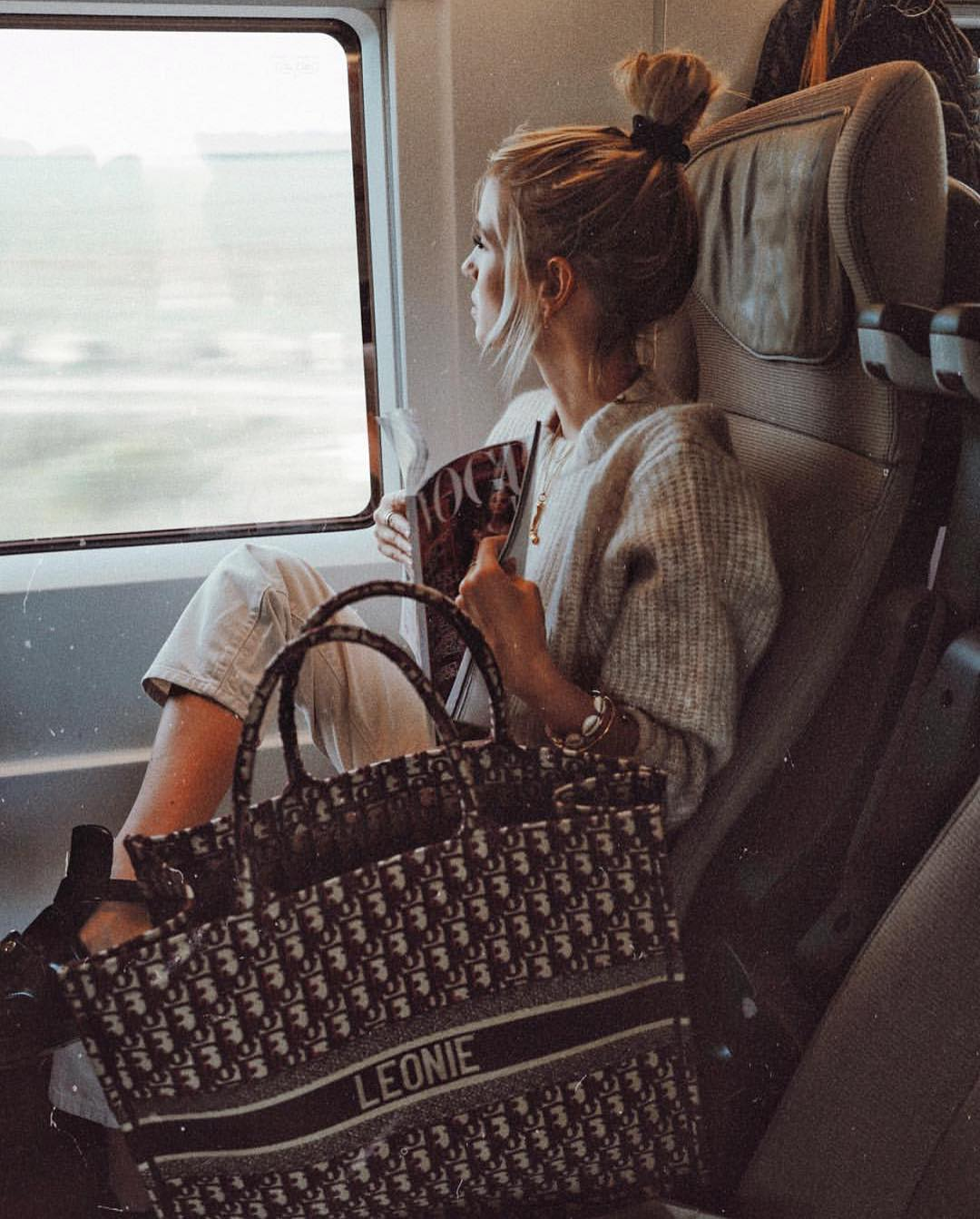 Oversized Sweater, Regular Jeans And Cut-Out Boots For Casual Travel 2020