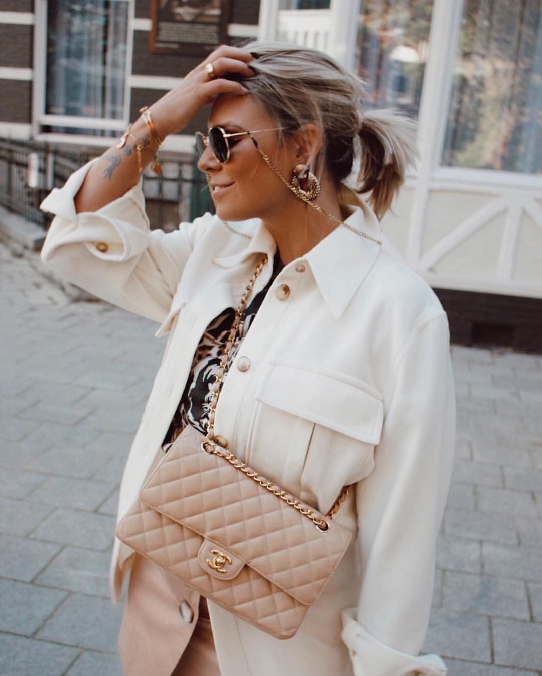 Fall Basics: Oversized White Jacket And Mini Skirt 2019