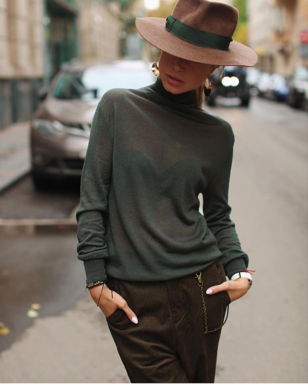 Emerald Green Turtleneck Sweater And Brown Velour Pants With Fedora Hat 2019