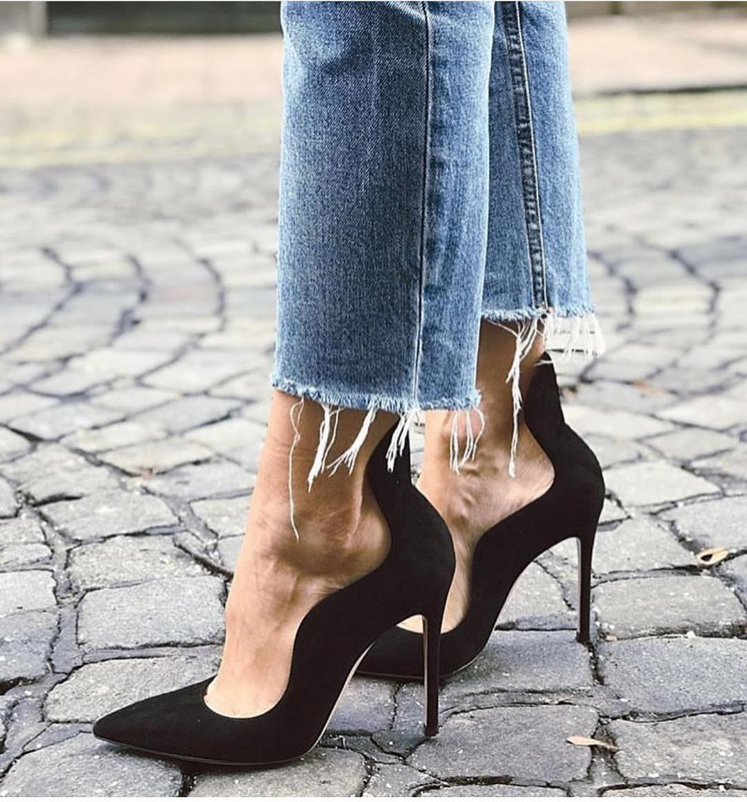 Classic Heeled Black Pumps With Frayed Blue Jeans For Spring 2020