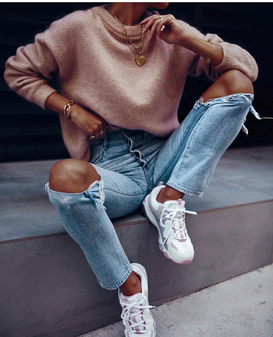Blush Sweater With Ripped Jeans And White Kicks For Warm Autumn 2020