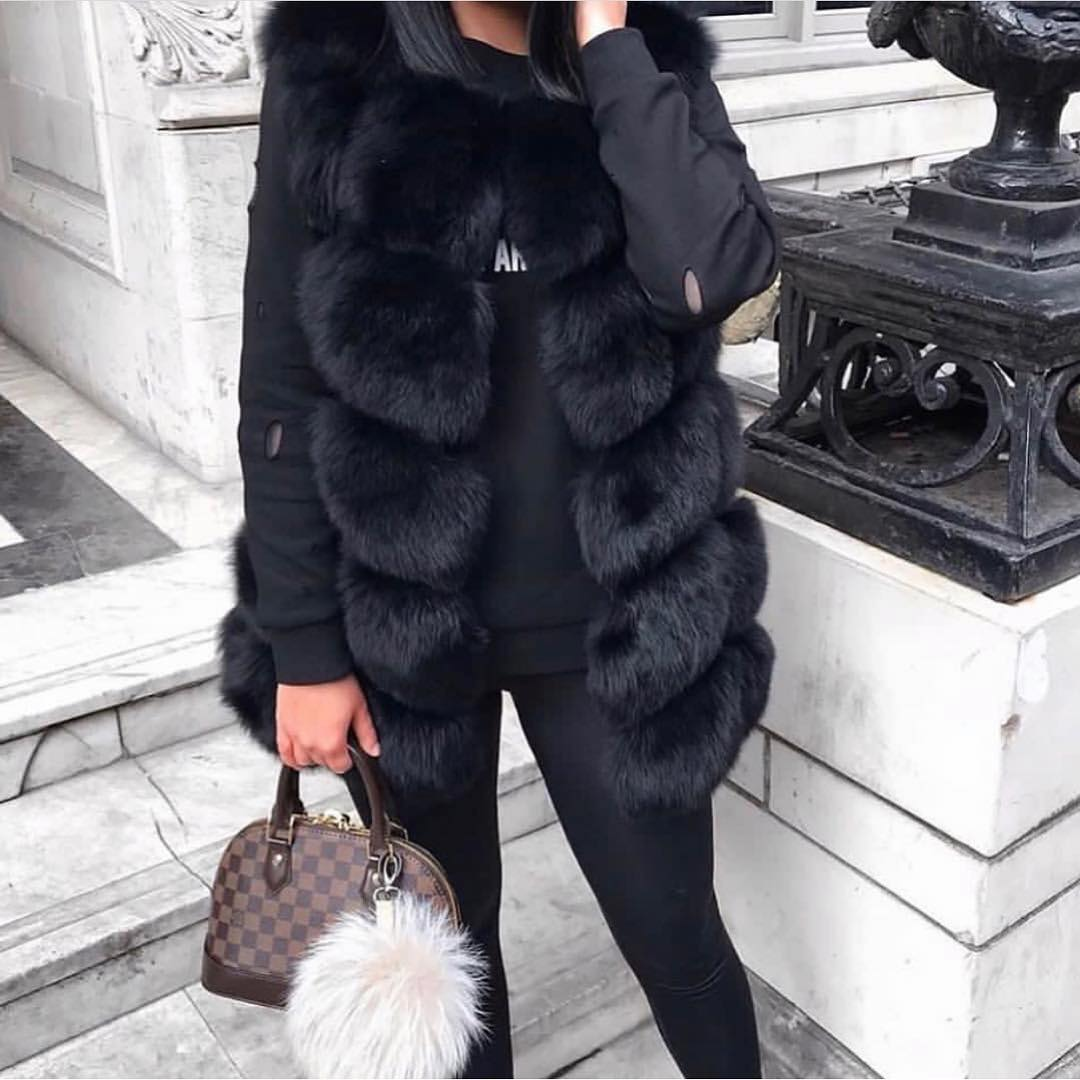 All Black OOTD For Winter: Fur Vest With Sweatshirt And Leggings 2019