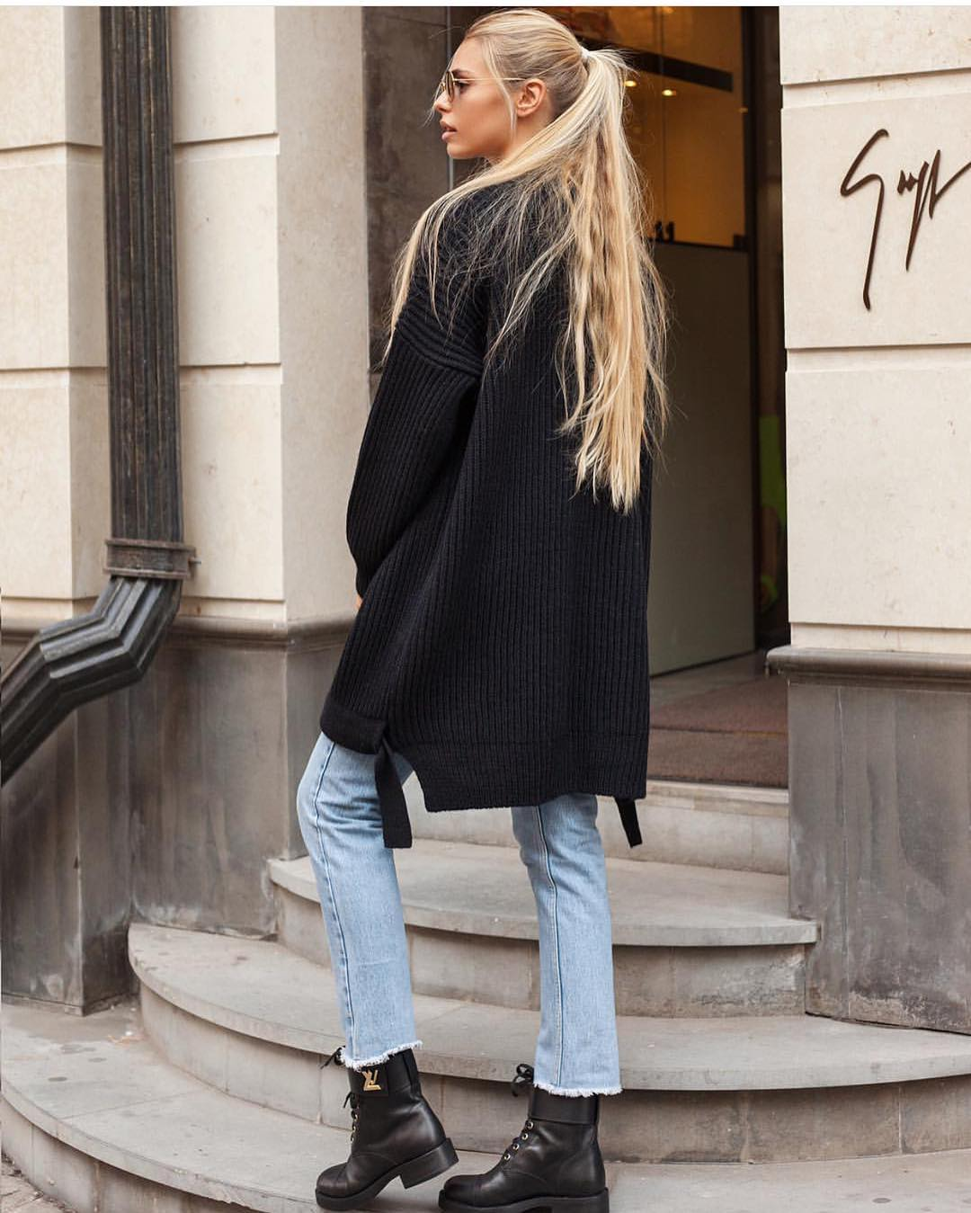 Modern Grunge For Fall: Oversized Sweater, Regular Jeans And Combat Boots 2019
