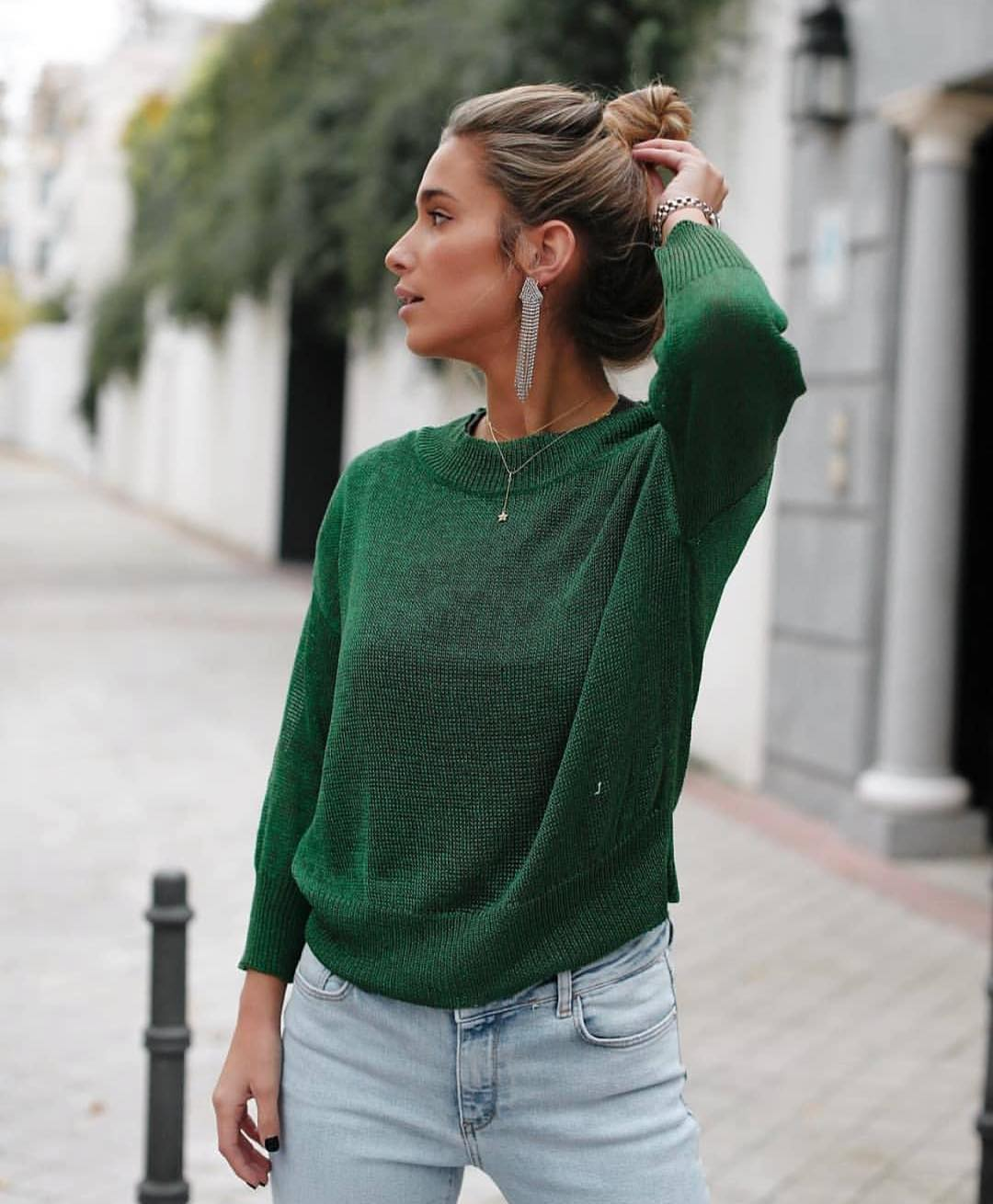 Green Sweater With Classic Jeans For Day Walk In The Town This Spring 2019
