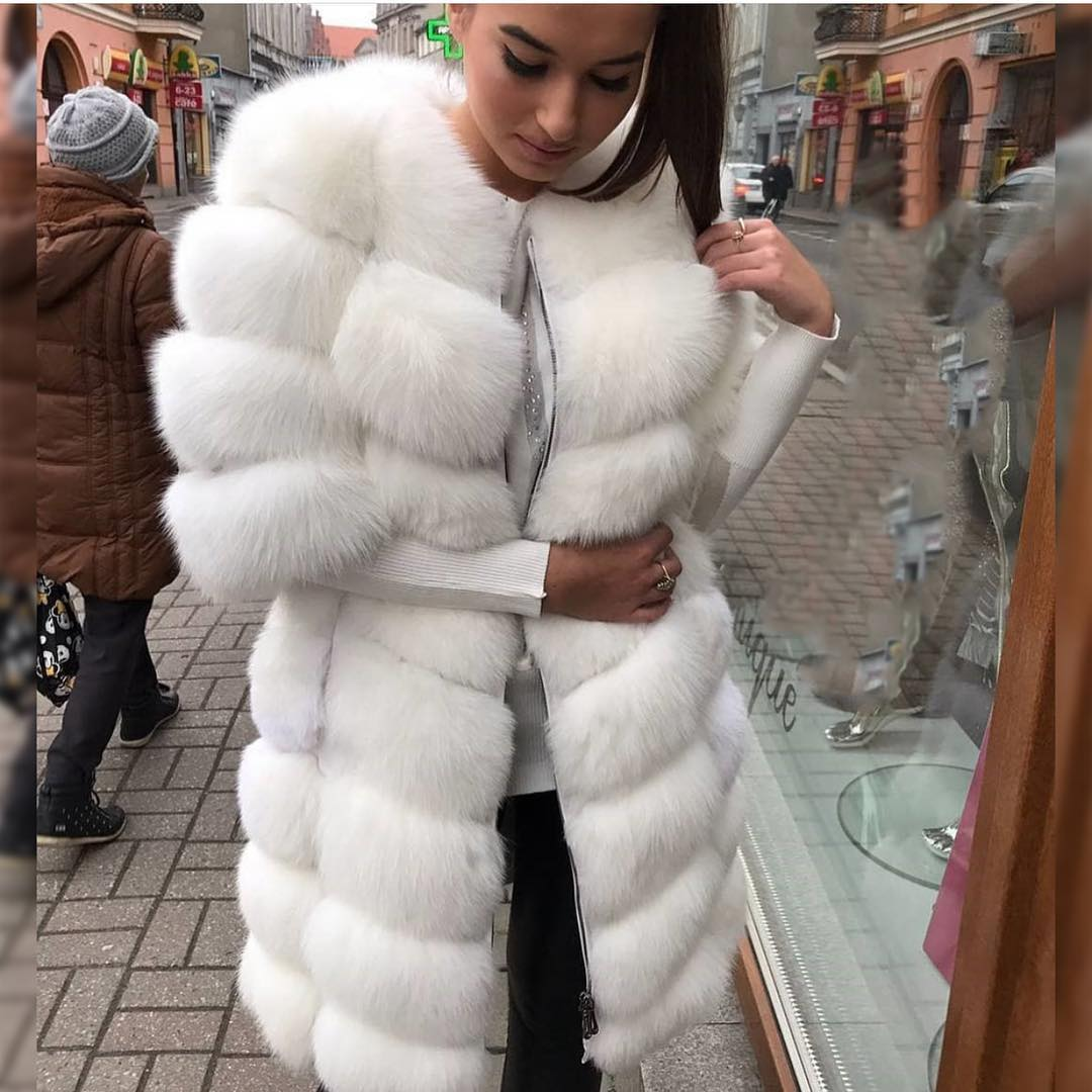 White Fur Coat With Short Sleeves Is a Must-Try 2019