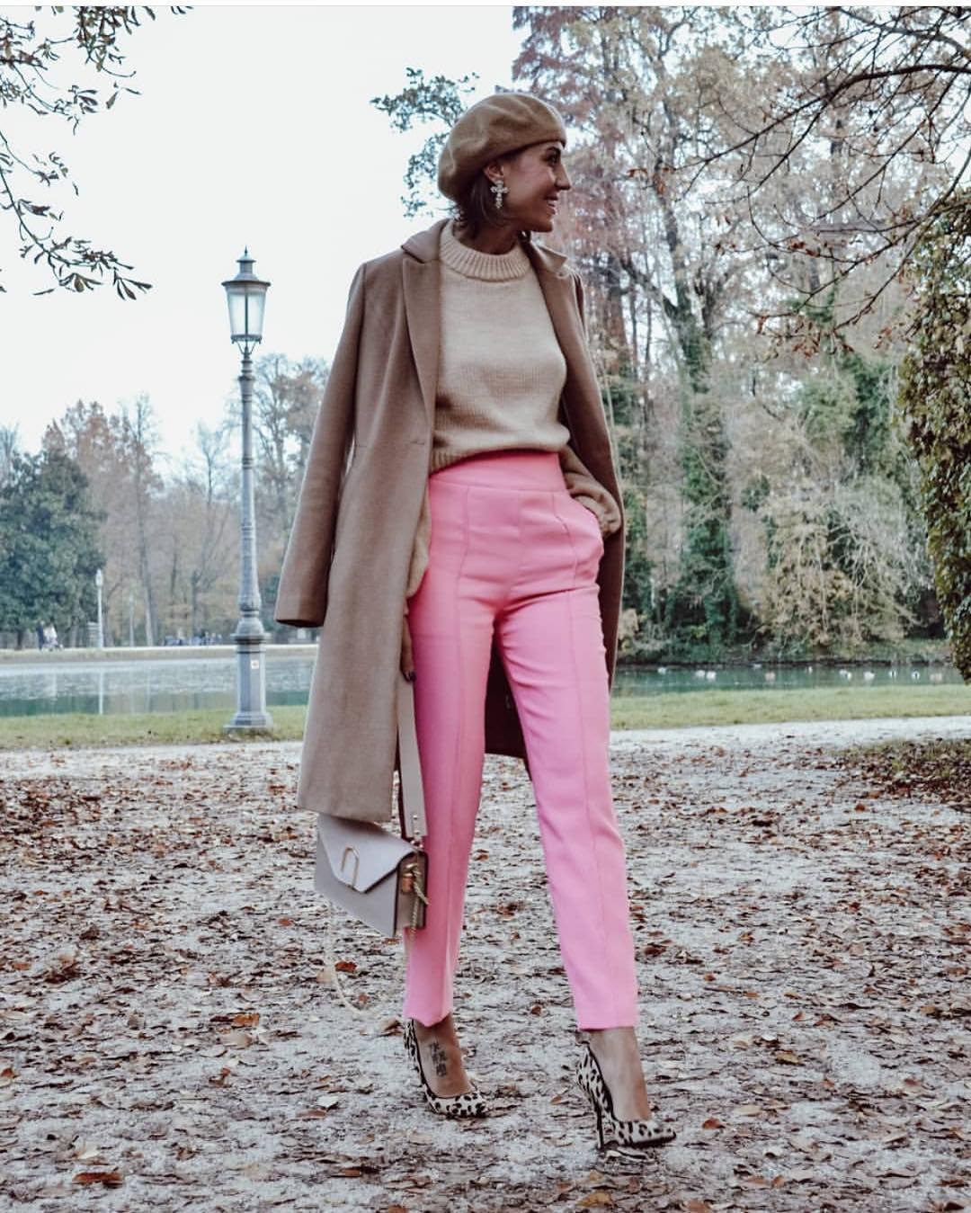 Parisian Street Style For Fall: Beret Hat, Coat And Tailored Pants 2021