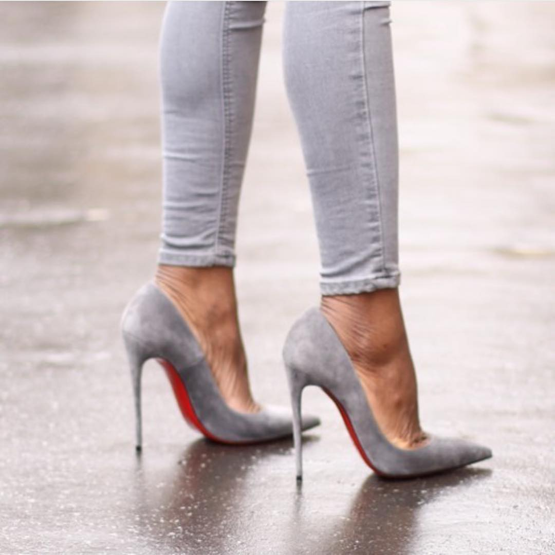 Skinny Jeans And Suede Heeled Pumps All In Grey Shades 2019