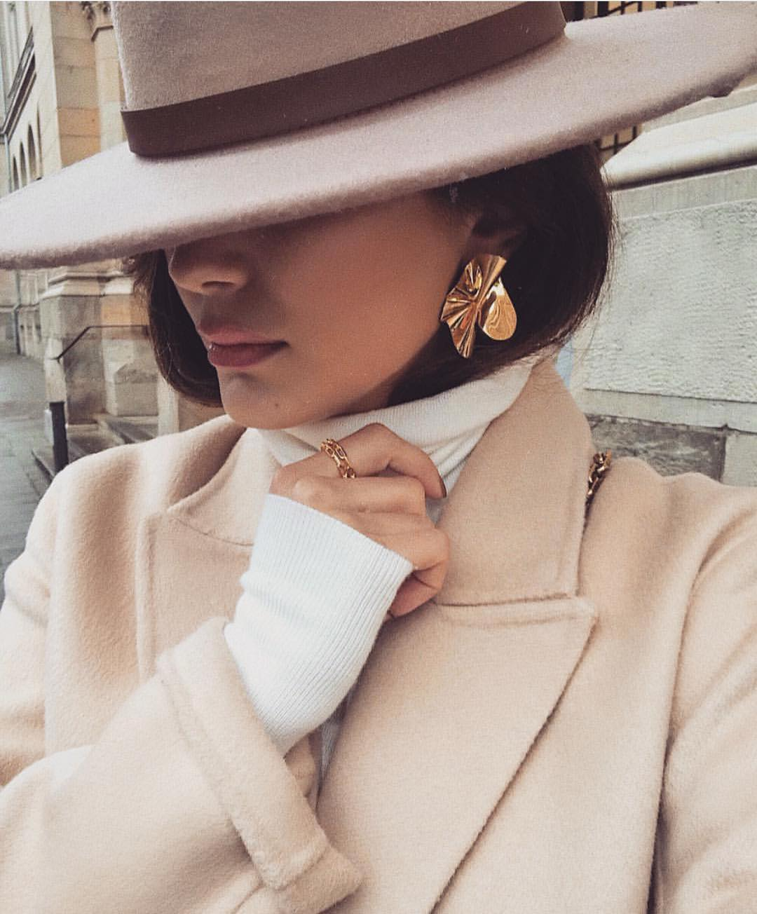 Cream White Coat And Pastel Fedora Hat For Dandy Ladies 2020
